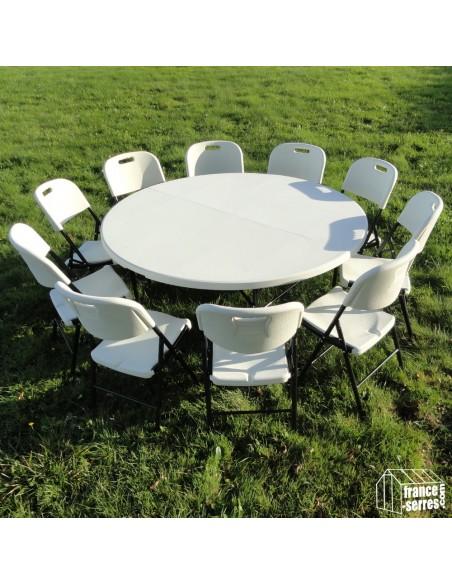 Nos chaises pliantes en Polyéthylène peuvent être utilisées pour des repas de famille, réceptions, cocktails...