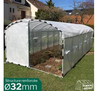 Serre de jardin tunnel avec pieds droits 21m², idéale pour la culture des tomates.