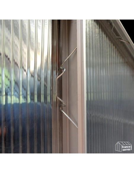 Montage des panneaux en polycarbonate avec des clips en métal