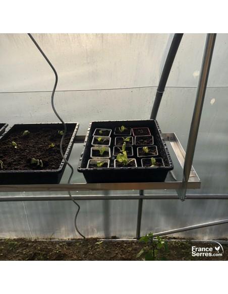 Les bacs de culture de notre étagère suspendue pour serre tunnel de jardin font 32 cm x 42 cm x 9 cm