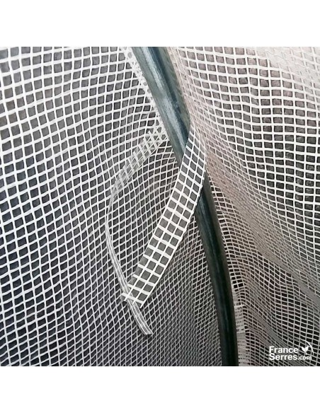 Attaches en polyéthylène pour bien maintenir la bâche sur la structure